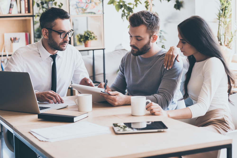 What are the benefits of consulting Mortgage Brokers?